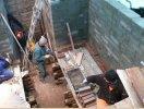 Zakończono pierwszy etap budowy irozpoczęto stawianie drugiej ścianki. (fot.: ks. K.R.)